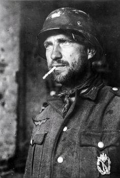 German soldier with a badge on his chest, Stalingrad, November 1942. He had seen the Hell. — А еще этот немецкий солдат похож на актёра В. Высоцкого.