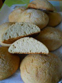 Oggi vi propongo una ricetta tipicamente abruzzese molto semplice. Possiamo chiamarli biscotti, hanno poco zucchero e al posto del lievito...
