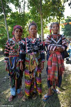 T'boli, Lake Sebu, The Philippines Philippines Fashion, Philippines Culture, Philippines People, We Are The World, People Of The World, Filipino Culture, Filipino Art, Rare Clothing, Filipino Tattoos