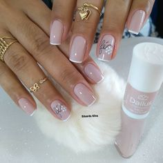 Gel Nails VS Acrylic Nails 2019 How Does The Gel Nails Look? Gel nails are sticky gel-like, and it is normal to distinguish between natural nails and stretch gel nails, which are shiny for 14 days. How Does The Acrylic Nails Look French Nails, Glitter French Manicure, Manicure And Pedicure, Great Nails, Cute Nails, Coffin Nails, Acrylic Nails, Gel Nail, Stiletto Nails