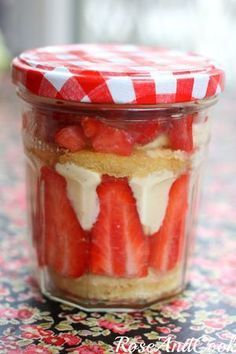 Strawberry Orange Blossom (genoise sponge cake, kirsch syrup, chiffon, and strawberries) No Cook Desserts, Dessert Recipes, Dessert In A Jar, I Love Food, Food Inspiration, Sweet Recipes, Food Porn, Cupcakes, Cooking Recipes