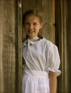 Girls  Old  Fashion Prairie..Pioneer dress ..embroidered apron and Matching Bonnet..sizes 2 to 14 Your CHOICE of Gingham colors
