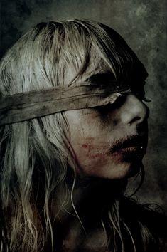 Eerie | Creepy | Surreal | Uncanny | Strange | Macabre | 不気味 | Mystérieux | Strano | Chad Michael Ward