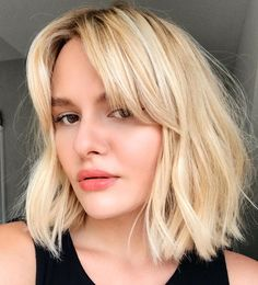 Layered Haircuts With Bangs, Bob Hairstyles With Bangs, Short Hair With Bangs For Round Faces, Bangs Short Hair, Haircuts For Round Faces, Side Fringe Hairstyles, Bob Haircut With Bangs, Office Hairstyles, Easy Hairstyles