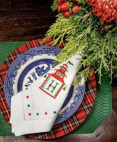 Blue and White China: How to Set the Table for Any Season - Susan Said... WHAT?! Gold Christmas Decorations, Christmas Tablescapes, Christmas Mantels, Christmas Stockings, Christmas Wreaths, Holiday Decor, Christmas Ornaments, Holiday Style, Christmas Presents
