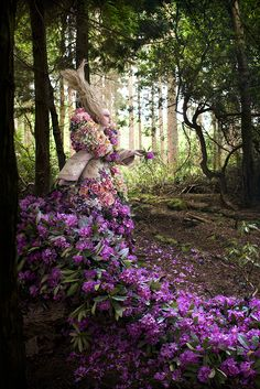 This Is Real, Not Photoshop... This Woman's Dress Is Made Of 1,000 Freshly Cut Flowers. Beautiful.