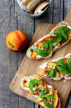 Fresh peach slices, green arugula leaves, crumbled blue cheese and chopped walnuts, all on a bed of crusty toasted bread spread with cream cheese. Vegetarian Recipes, Cooking Recipes, Healthy Recipes, Protein Recipes, Sandwiches, Good Food, Yummy Food, Arugula, Side Dish Recipes