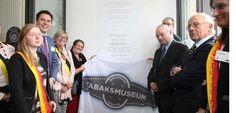 VANDENBERGHE D, Tabaksmuseum mikt op 25.000 bezoekers per jaar,  http://www.nieuwsblad.be/article/detail.aspx?articleid=dmf20140928_01291509, MAANDAG 29 SEPTEMBER 2014, 03U00