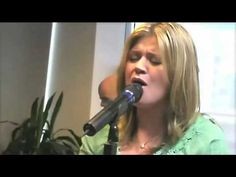Kelly Clarkson - Already Gone (Live Performance). Pop music hides her powerful, soulful voice.