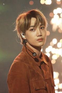 One of the many things I love about Kai is his skin tone. Chanyeol, Kyungsoo, Kris Wu, K Pop, Kim Kai, Kim Jong Dae, Kim Minseok, Xiuchen, Exo Korean