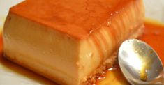 Moelleux aux pommes et sa croûte croustillante ! - Cuisine Momix Coconut Flan, Canned Coconut Milk, Round Cake Pans, Round Cakes, Tiramisu Cheesecake, Corned Beef Recipes, Icebox Cake, Serving Plates, Gourmet Recipes