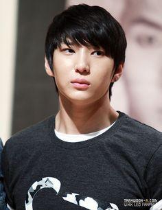 VIXX: Leo [Jung Taek Woon] fansign Myungdong