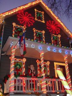 34 The Best DIY Outdoor Christmas Lighting Ideas That Will Leave You Breathless - Candy Land Christmas, Christmas Gingerbread, White Christmas, Christmas Holidays, Christmas Crafts, Gingerbread Houses, Primitive Christmas, Country Christmas, Christmas Snowman