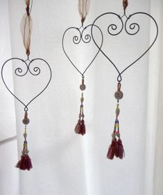 handmade wire heart with vintage tassel by Rosehilde on Etsy Wire Crafts, Metal Crafts, Jewelry Crafts, Diy And Crafts, Arts And Crafts, Diy Projects To Try, Craft Projects, Heart Crafts, Heart Ornament