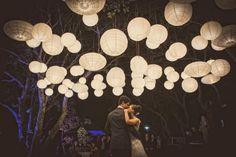 As lanternas criam uma ilusão de estar em um sonho