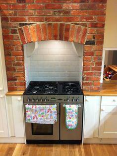 range cooker, chimney breast, Kitchen.