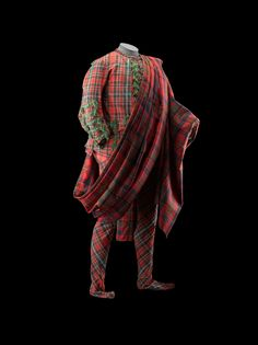 Plaid made from two widths of tartan and tartan sujit, acquired by Sir John Hynde Cotton when he visited Scotland in 1744.