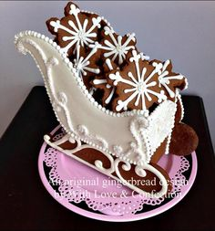 Photo inspiration for gingerbread sleighs from With Love Confection Fancy Cookies, Iced Cookies, Yummy Cookies, Cookies Et Biscuits, Christmas Cooking, Christmas Desserts, Christmas Treats, Christmas Decorations, Gingerbread Cake