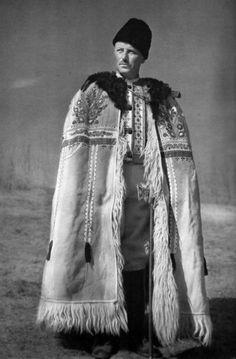 Očová, Slovakia (Slovensko vo fotografii Karola Plicku – Gazda v kožuchu) Bratislava, Ukraine, Art Populaire, Big Country, Real Style, Folk Costume, Eastern Europe, Ethnic Fashion, World Cultures