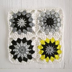 As promised, I present to you the tutorial of the Black-White-Grey Flower Square. This is not my own pattern. It's quite a classic patte...