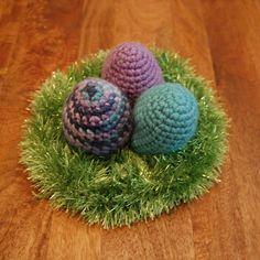 CRAFTYisCOOL: Easter Basket Babies -- FREE Crochet Amigurumi Pat...
