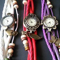 Hermoso reloj pulsera de cuero para mujer, con colgante en cobre y esfera adornada con apariencia de bronce. Es un complemento funcional, moderno y elegante. Pocket Watch, Quartz, Gift Ideas, Watches, Nice, Gifts, Women, Copper, Amor