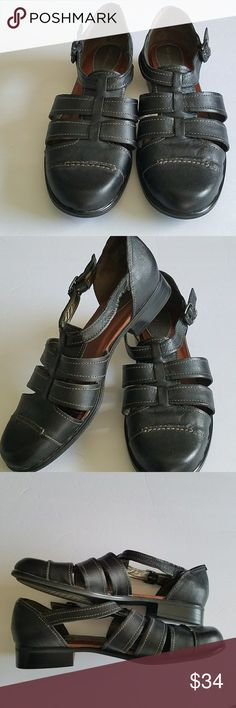 "HUSH PUPPIES BLACK STRAPPY SANDALS 10 M HUSH PUPPIES NWOT BLACK STRAPPY SANDALS with a closed toe - A fashion classic and appropiate for work or casual wear. Size 10 medium. 1.5"" heel. All measurements are approximate and taken flat. Hush Puppies Shoes Sandals"