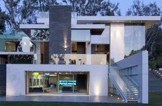 House on Summit Drive in Beverly Hills by Marc Whipple of Whipple Russell Architect.
