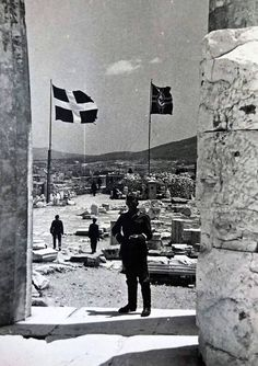 Bundesarchive Photos 1933 - all fields of WWII - Page 677 Greek Independence, Greece History, Greek Flag, Athens Acropolis, Nazi Propaganda, Bad Picture, German Army, World History, Military History