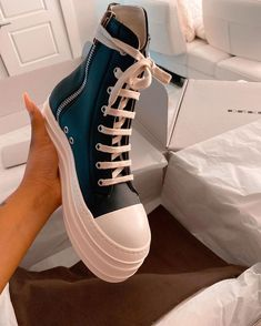 Sneakers Fashion, Fashion Shoes, Shoes Sneakers, High Top Sneakers, Fresh Shoes, Hype Shoes, Sneaker Heels, Trendy Shoes, Custom Shoes