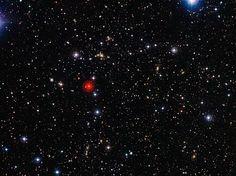 Este wallpaper do espaço mostra uma imagem de fundo de campo do que é conhecido como um superaglomerado de galáxias - um grupo gigante de aglomerados de galáxias agrupadas. Este, conhecido como Abell 901/902, é composto por três diferentes grupos principais e um número de filamentos de galáxias, típicos de tais super-estruturas. Esta imagem foi lançada a 28 de janeiro de 2013.