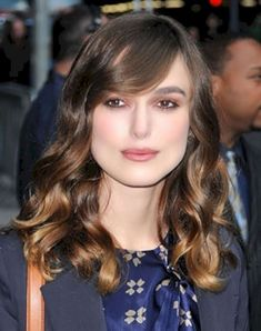 awesome 54 Best Wavy Hairstyle with Fringe Or Bangs http://attirepin.com/2017/12/25/54-best-wavy-hairstyle-fringe-bangs/