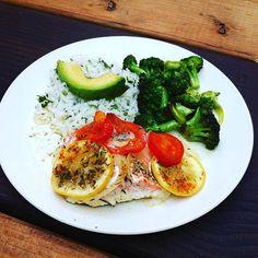 #wildsalmon #bakedsalmon #glutenfree #pescatarian #organicfood #organicavocado #organicbroccoli #organiclemon #organiccilantro #organictomatoes #organiconions #organicgarlic