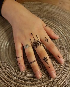 Trendy And Stunning 140 Finger Mehndi Designs For 2020 Brides Pretty Henna Designs, Henna Tattoo Designs Simple, Finger Henna Designs, Henna Art Designs, Mehndi Designs For Girls, Modern Mehndi Designs, Mehndi Designs For Fingers, Mehndi Design Images, Latest Mehndi Designs