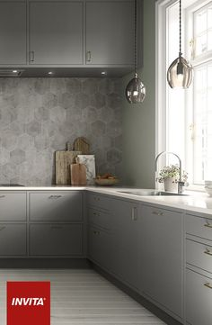 Lamper og lys er essentielle i indretning af køkken. Især farver på ...