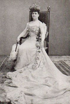 Mrs. John R. Drexel in her court dress for presentation to the Kaiser Wilhelm II in Berlin. Mrs Drexel, though not originally included on The 400, managed to get her and her family squeezed in onto the list. This included her niece, Elizabeth, who married Harry Lehr.