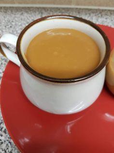 """Η Συνταγή είναι από κ.  Georgia Chatzimanoli-Grimwood  – """"Γλυκά κουταλιού και φαγητά ....πιρουνιού!!"""".    ΥΛΙΚΆ  Ένα ζαχαρουχο καραμελομενο  1 κουβερτούρα λευκή  125 γρ βούτυρο  1 βανίλια    ΕΚΤΈΛΕΣΗ  Λιώνουμε το βούτυρο σε πολύ χαμηλή φωτιά και προσθέτουμε την λευκή κουβερτούρα    Μόλις λιώσει προσθέτουμε Fondue, Pudding, Cheese, Ethnic Recipes, Desserts, Food Food, Tailgate Desserts, Deserts, Custard Pudding"""