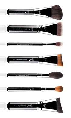 Create a sharp, deep contour or subtly enhance the bone structure with this brush set by Sigma, featuring seven masterful tools designed to perfect and emphasize the angles of the face.