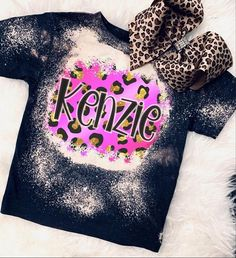Gebleichte Shirts, Monogram Shirts, Vinyl Shirts, Personalized T Shirts, Valentine Shirts, Bleach Shirt Diy, Diy Shirt, Shirts For Girls, Kids Shirts