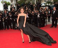 Cheryl worked her billowing black Monique Lhuillier gown like a total pro