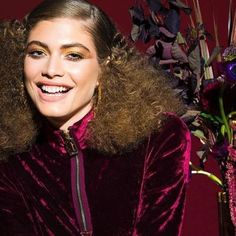 Diva 70s: assim a modelo @valentts aparece na nova campanha de make de @marcbeauty. Foco total no cabelo cacheado com as raízes esticadinhas - ótima pedida para dias de festa (via @vaniagoy) - Culture and #Fashion - Women's #Dresses and Shoes - Purses and Accessories - #Luxury Lifestyles of Rich and Famous - Editorial Campaigns - Bargain #Shopping Ideas - Style and Beauty News - Best Designer Brands - Runway Photography - Supermodels