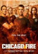 Chicago Fire - Temporada 1  DIRECTOR Michael Brandt (Creator) Derek  REPARTO Jesse Spencer Taylor Kinney Monica Raymund Lauren German Charlie Barnett Yuri Sardarov Eamonn Walker Christian Stolte Joe Minoso David Eigenberg Randy Flagler William Smillie Jon Seda Anita Nicole Brown. Serie de accion que sigue a los valientes hombres y mujeres que trabajan en el Departamento de Bomberos de Chicago  los trabajadores del destacamento de bomberos 51 de la ciudad Bomberos rescatistas y paramedicos .