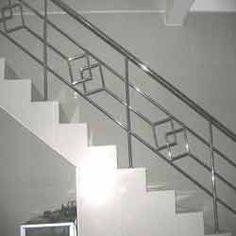 Steel Grill Design, Steel Railing Design, Staircase Railing Design, Modern Stair Railing, Balcony Railing Design, Home Stairs Design, Hand Railing, Railings, Balustrade Inox