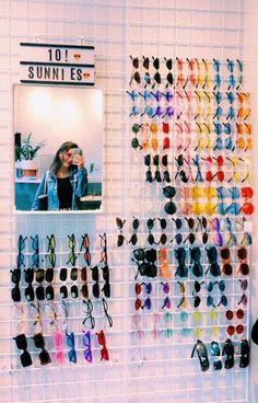 81 Dorm Room Inspiration Decor Ideas – My World Cute Sunglasses, Sunglasses Storage, Sunglasses Organizer, Summer Sunglasses, Cute Room Decor, Room Wall Decor, Aesthetic Room Decor, Room Goals, Vintage Stil