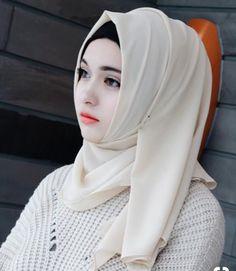 High Quality Chiffon Muslim Hijab for Women. This flowing, sheer, lightweight and silky chiffon colorful hijab is a m Hijabi Girl, Girl Hijab, Hijab Outfit, Beautiful Muslim Women, Beautiful Hijab, Beautiful Asian Girls, Pretty Girls, Muslim Fashion, Hijab Fashion