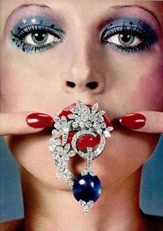 #1972#1970s#70s. 1972's makeup. Maquillage 1972. 1972's jewellery.