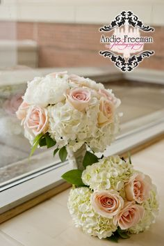 Bridal bouquet and bridesmaid's bouquets with peach and pink roses and white hydrangeas. Outdoor ceremony at art gallery. Classic Southern Wedding. Photography: Andie Freeman Photography www.TheAthensWeddingPhotographer.com Event Coordinator: www.WildflowerEventServices.com Event design and Catering: Mama's Boy Venue: Lyndon House Arts Center Cake: Cecelia's, Athens, Ga