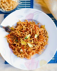 Chinese Bhel – Veggie.Bites Papdi Chaat, Khaman Dhokla, Chinese Bhel, Tamarind Date Chutney, Bhel Recipe, Veggie Bites, Eggless Baking, Soup Appetizers