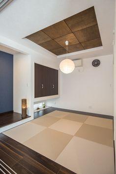 リビングから繋がる和室は、統一感を考慮しながらも和室らしい落ち着いた空間に。 Tatami Room, Traditional Japanese House, Japanese Interior Design, Home Office Design, Ideal Home, Minimalist Home, Interior And Exterior, Diy Home Decor, Washitsu