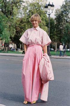 Vika Gazinskaya Paris Fashion Week SS 2017 #streetstyle #2017